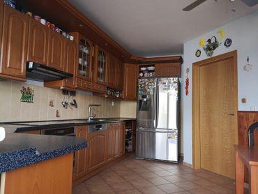 6 izbový rodinný dom s tromi kúpeľňami a garážou v tichej lokalite na začiatku obce Rovinka - Športo