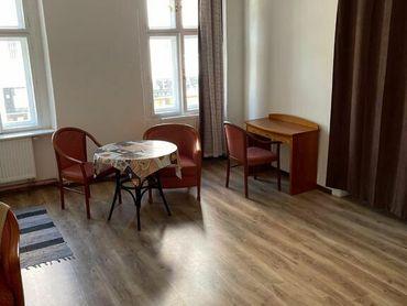 Exkluzívne na prenájom 4 izbový byt, Obchodná ulica 36, plocha 130m2,zariadený,aj jednotlivo izb
