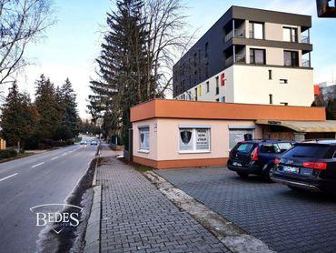 BEDES - Prenájom | Komerčný objekt 45m2, vyhradené parkovanie, Centrum – Prievidza