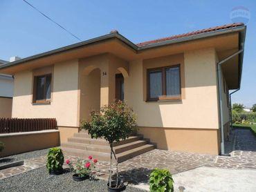 Na predaj: 10 ročná novostavba, 4 izbový rodinný dom, garáž, Horná Potôň, pozemok 2116m2