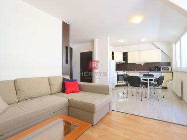 HERRYS - Na prenájom priestranný 2 izbový byt s loggiou v centre mesta