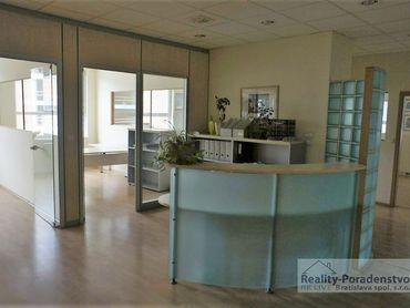 PRENÁJOM: klimatizované kancelárske priestory v novostavbe, rôzne výmery, dobrá lokalita pri železn.