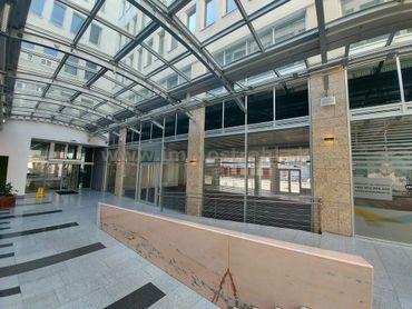 Obchodný priestor s výkladom 156 m2 na prenájom v Europeum Business Centre na Suchom Mýte v Bratisla