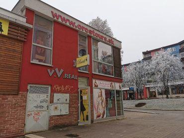 Ponúkame na prenájom priestory na služby či obchod na námestí v Poprade