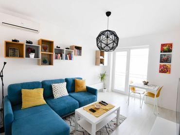 Ponúkame vám na predaj čiastočne zariadený 3 izbový byt s loggiou v Komárne