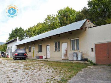 Na predaj 3 izbový rodinný dom, s dieľňou a 2 garáže, 4.480 m2, Lubina časť Hrnčiarové, okr. Nové Me