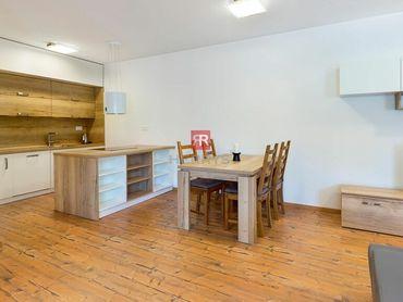 Na prenájom - 2 izbový úplne nový byt v tichej časti Starého Mesta so slnečnou pavlačou