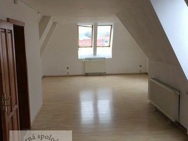 Ponúkame Vám na prenájom kancelárske priestory v centre Trenčína o rozlohe 64 m2.