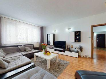 ***REZERVOVANÉ***Krásne slnečný 3 izbový byt, s presklenou lodžiou a nádherným, romantickým výhľadom