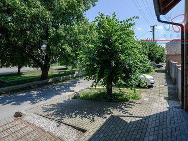 P R E D A J  rodinný dom v obci Šamorín v centre miestnej časti Mliečno.