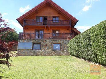 Predaj zrubového rodinného domu a dvojgaráže v nádhernom prostredí pod Karpatmi na veľkom pozemku 17