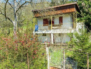 KE-KRÁSNA - veľká záhrada 2 777 m2 s murovanou chatkou v tichej lokalite