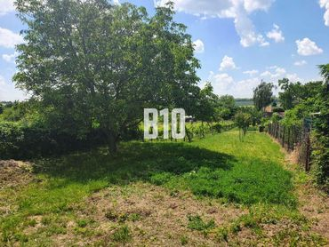 Slnečný pozemok priamo v NR 10 á,  na Šúdolí na záhradu alebo stavbu RD