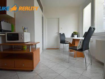Rezervovaný Predaj veľkometrážneho 3 izbového bytu Martin -Centrum