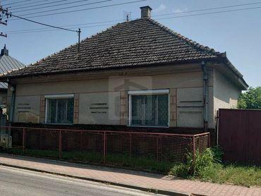 Directreal ponúka REZERVOVANÉ Pozemok v obci Nová Ves na Váhom so starým domom na zbúranie