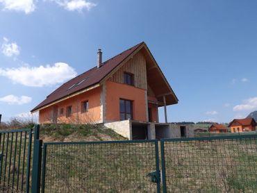 Novostavba chaty s krásnym výhľadom na Liptovskú Maru
