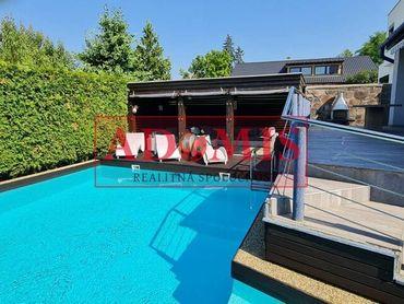 ADOMIS - rodinný dom 3-podlažný, 447m2, bazén, 2xkúpelňa, garáž, altánok, Vyšné Opátske, 2min do cen