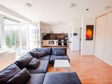 VOĽNÉ 2-izbový byt s veľkou záhradou 79 m2