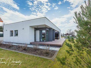 Štvorizbový rodinný dom   124 m² úžitková plocha   1.200 m² pozemok   bazén   krásny výhľad