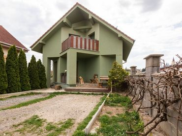!NOVINKA NA REALITNOM TRHU BA U NÁS! Rodinný dom v Budmericiach, 10 ročný, veľký pozemok, 249.000,-