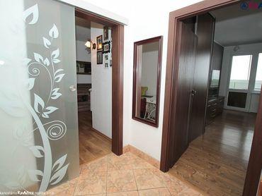 Rezervované - Priestranný 2 izbový. kompletne zrekonštruovaný byt 62 m2 s tromi balkónmi. komorou