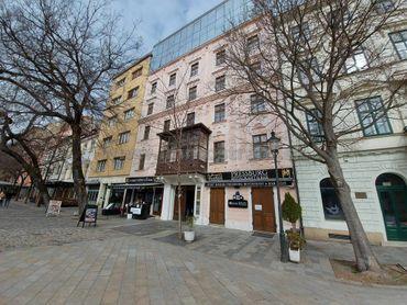 Príjemný administratívny priestor 167 m2 na prenájom v objekte na Hviezdoslavovom námestí.
