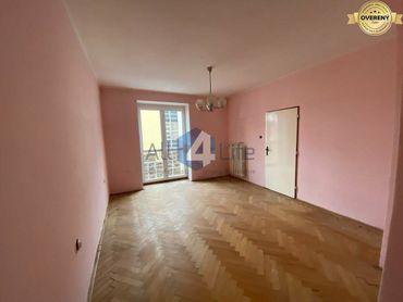 Priestranný 3-izbový byt v centre mesta