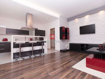 HERRYS - Na prenájom - 2 izbový kompletne zariadený byt v historickom centre Bratislavy