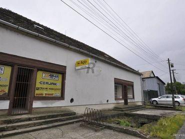 Ponúkam na predaj alebo prenájom obchodné a výrobné priestory v centre obce Bátorové Kosihy.