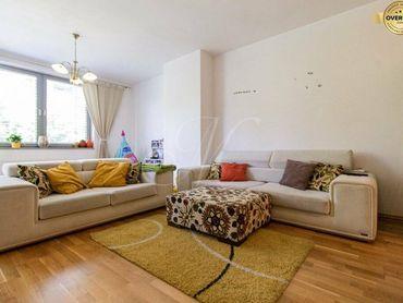 Moderne zariadený 3-izbový byt v skvelej lokalite + garáž, loggia