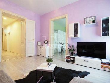 PRIESTRANNÝ, SVETLÝ 2i byt po rekonštrukcii v centre mesta Nitra na FARSKEJ ulici s výmerou 72 m2