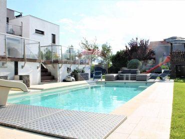 PREDAJ: VIDEOOBHLIADKA - Rodinný dom, garáž, bazén, pozemok 1214 m2, Štvrtok na ostrove.
