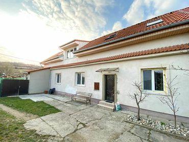 Ponúkame na predaj RD s dvomi bytovými jednotkami v centre mesta Svätý Jur.