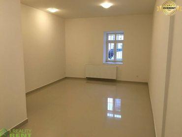 Na prenájom obchodný priestor 29 m2 - Mariánske námestie Žilina