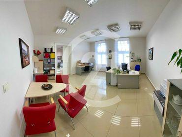 Lukratívne kancelárske priestory v historickej budove PORGES PALOTA na Hornej ulici v Banskej Bystri