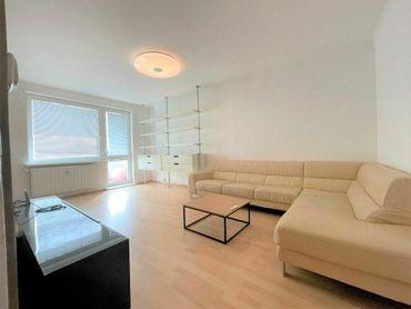 Veľkorysý slnečný 2izb. byt s balkónom v Malackách.