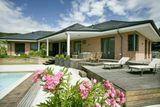 Luxusný inteligentný RD, Rača 4 izby, výťah, podpivničenie, bazén, 2 sauny, ÚP: 508 m2, 23,33 á