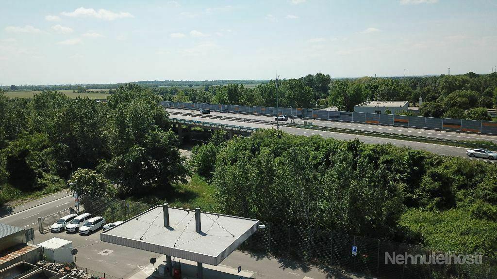 KOPČIANSKA - administratívny objekt s halou