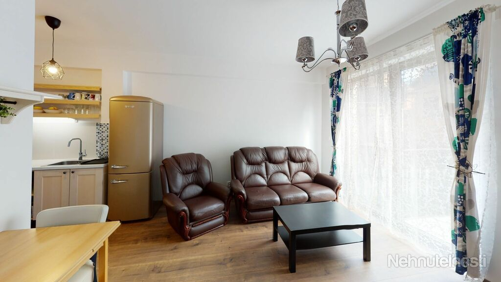 NEO- zariadený 2i byt v centre Trnavy s garážovým státím