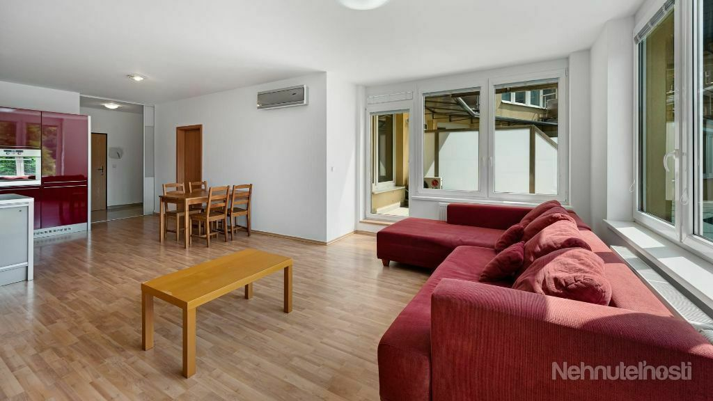REZERVOVANÉ - Veľký 3 izbový byt s terasou v Bratislave - Rača s parkovacím státím