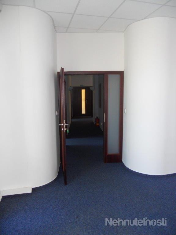 Ponúkame na prenájom kancelárske priestory na Ružinovskej ulici ocelkovej rozlohe 90,40 m2.