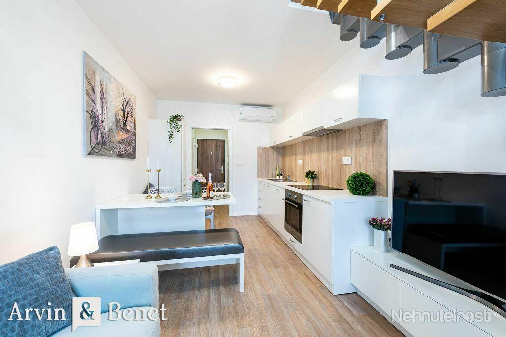 Arvin & Benet | 2i mezonet s výbornou atmosférou v dobrej lokalite