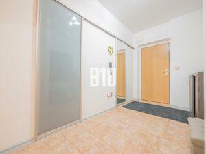VEĽKOMETRÁŽNY BYT / POŠTOVÁ 93,28 m2 Tehlová Bytovka / Parkovacie miesto v súkr.dvore / Klimatizovan