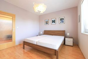 HERRYS - Na prenájom priestranný 2 izbový byt v Ružinove s garážou