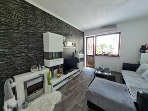 PREDAJ, 2 izb. zariadený byt v centre mesta DS