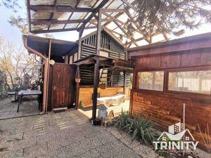 EXKLUZÍVNE - NA PREDAJ chata s terasou, altánkom a záhradkou v meste Štúrovo
