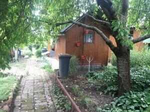 Na predaj záhradka na Zúgove s drevenou chatkou