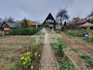 Štýlová Chatka / Prievidza, / pozemok 440 m2