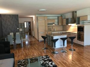 PRENÁJOM  - 3 izbový byt 100 m2 s garážou pre 2 autá, Bratislava I. pri lesoparku.