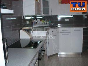 3izbový byt s kompletnou rekonštrukciou v širšom centre Piešťan, 70m2